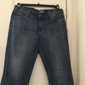 Old Navy Flirt Cropped Jeans
